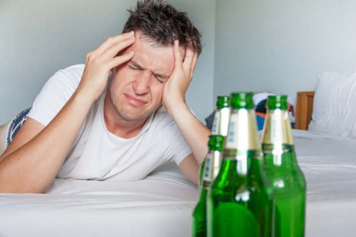 How to cure a hangover : what causes a hangover and what are the symptoms. 38 cures for a hangover