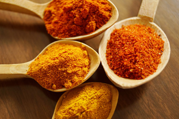 Why is turmeric such a magical herb? Health benefits and differences between turmeric and curcumin explained.